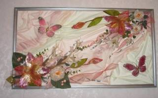 Панно из искусственных цветов на стену
