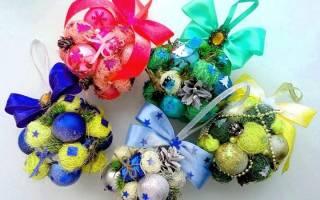 Как сделать гроздь из новогодних шаров